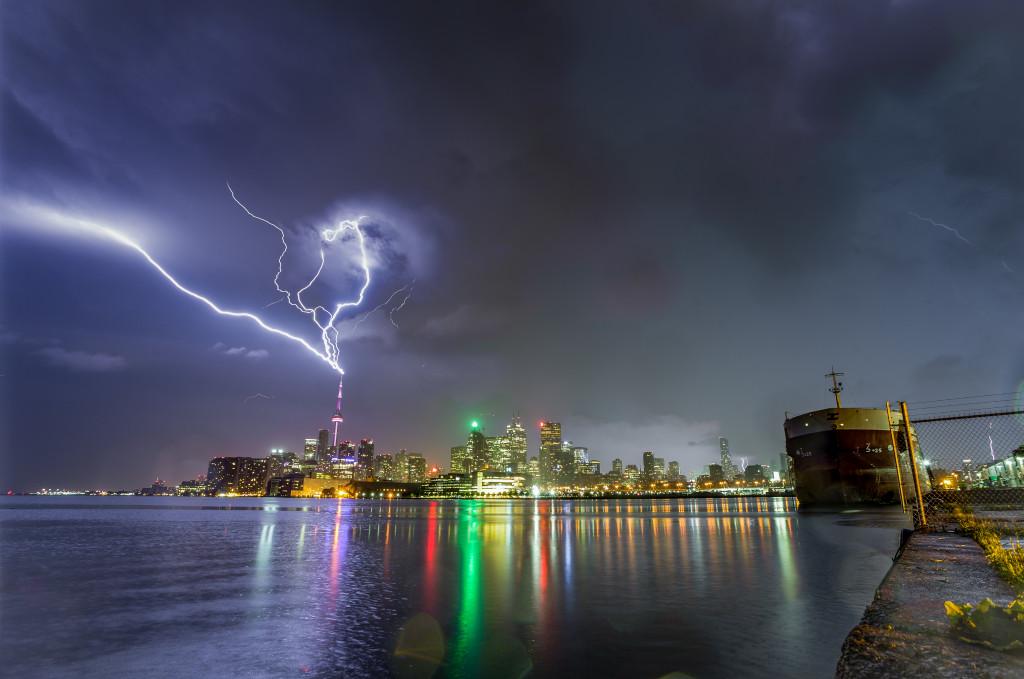 CN Tower Lightning 02 – Duncan.co
