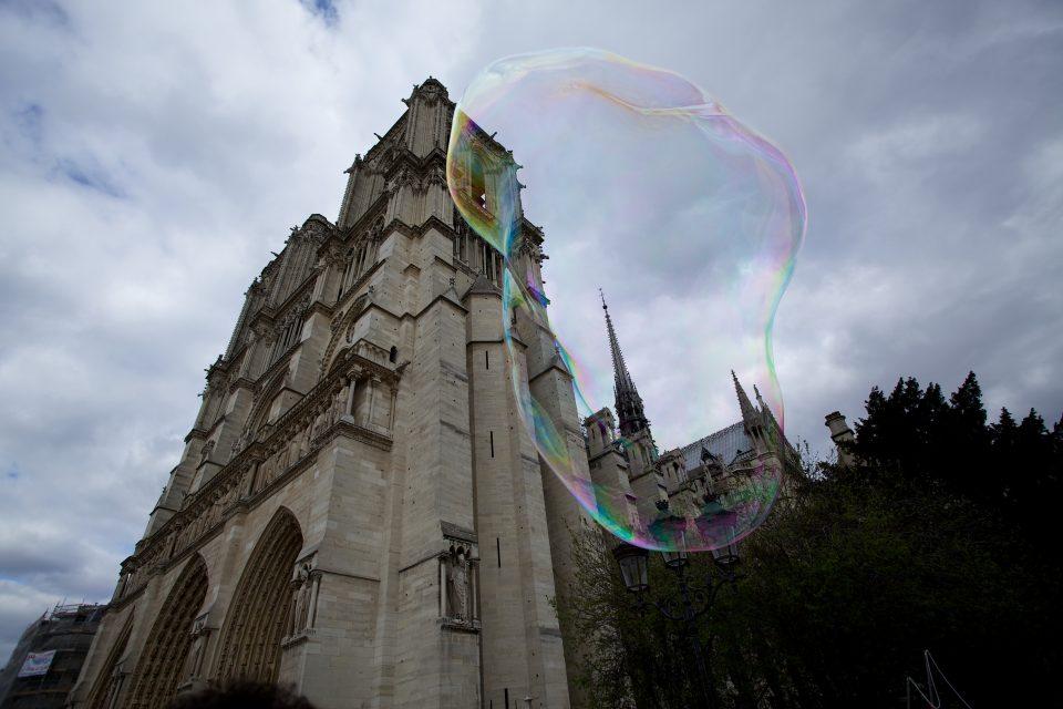 Bubble and Cathédrale Notre Dame
