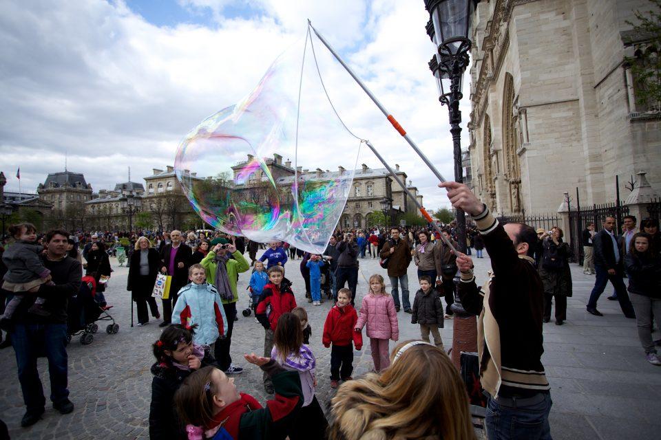 Bubbles at the Cathédrale Notre Dame
