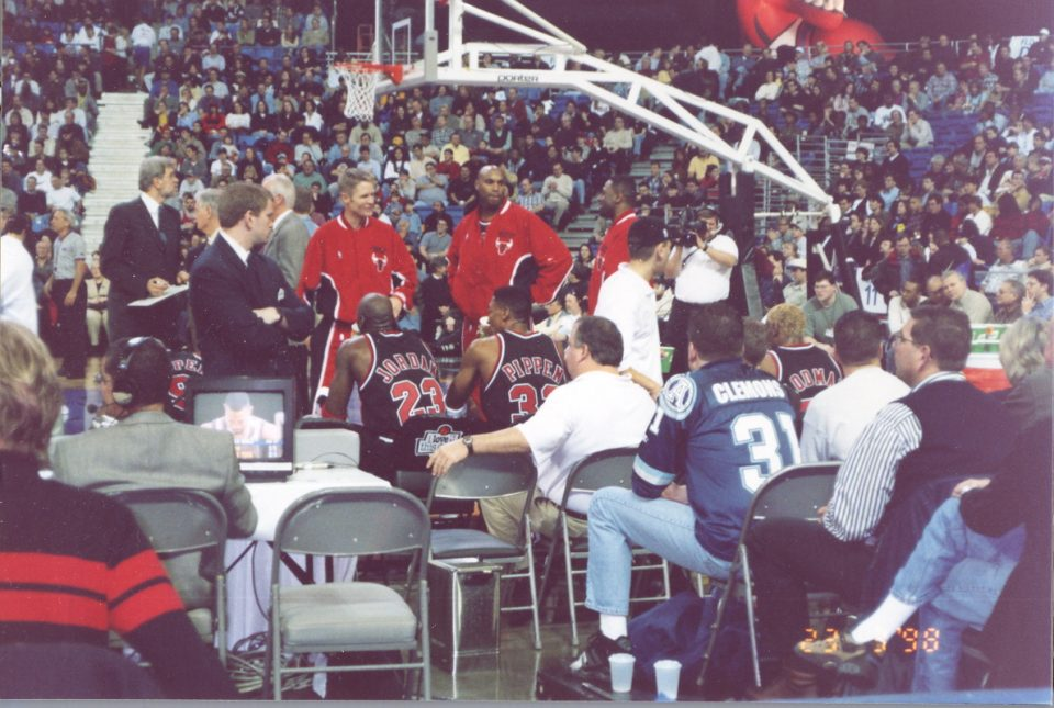 michael jordan scottie pippen and denis rodman sitting on the bench