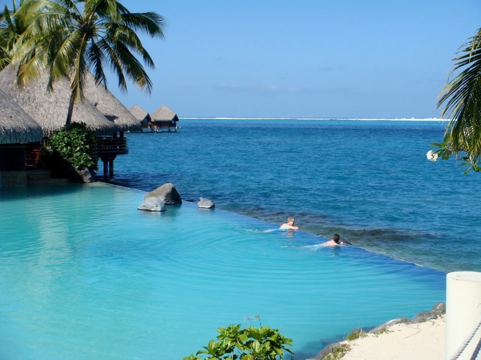 disappearing edge pool papeete tahiti
